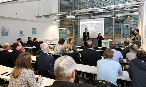 Volles Haus beim 10. FOM Forum Logistik in Duisburg